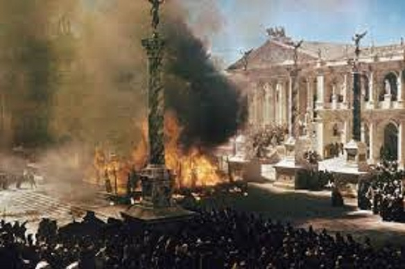 collapse of the roman empire versus Fall of the roman empire was an expensive late 60s epic that flopped and some say killed the historical epic gladiator on the other hand is said to have revived it.