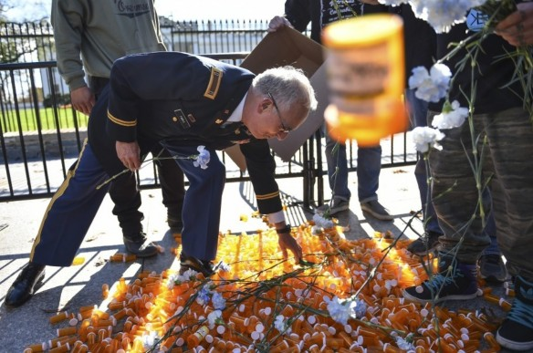 Veterans Drop Hundreds Of Empty Pill Bottles In Front Of The White House Wh-pills